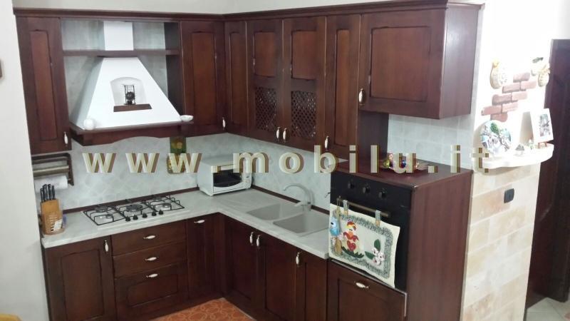 Cucine componibili Lecce e provincia realizzate in legno di frassino laccato bianco con top in quartz